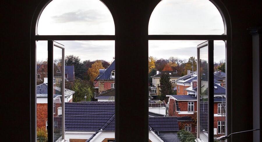 Frederiksberg kan ikke finde lokale, midliertidige boliger til flygtninge. Derfor er nogle af dem indkvarter i København. Til Københavns Kommunes store fortrydelse.
