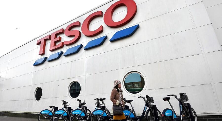 Den internationale supermarkedskoncern Tesco med hovedsæde i Storbritannien står over for et rekordhøjt krav fra tusindvis af kvinder om ligeløn på op til fire milliarder pund (omkring 33,6 milliarder kroner), oplyser BBC.