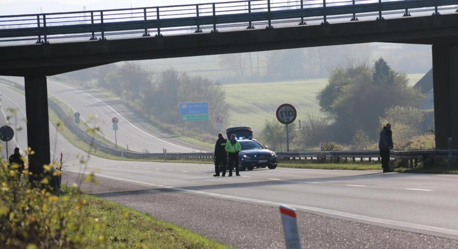 En 15-årig dreng blev onsdag idømt 20 dages betinget fængsel for at kaste tyggegummi mod kørende biler fra en motorvejsbro i Silkeborg. Scanpix/Per Øxenholt (arkiv)