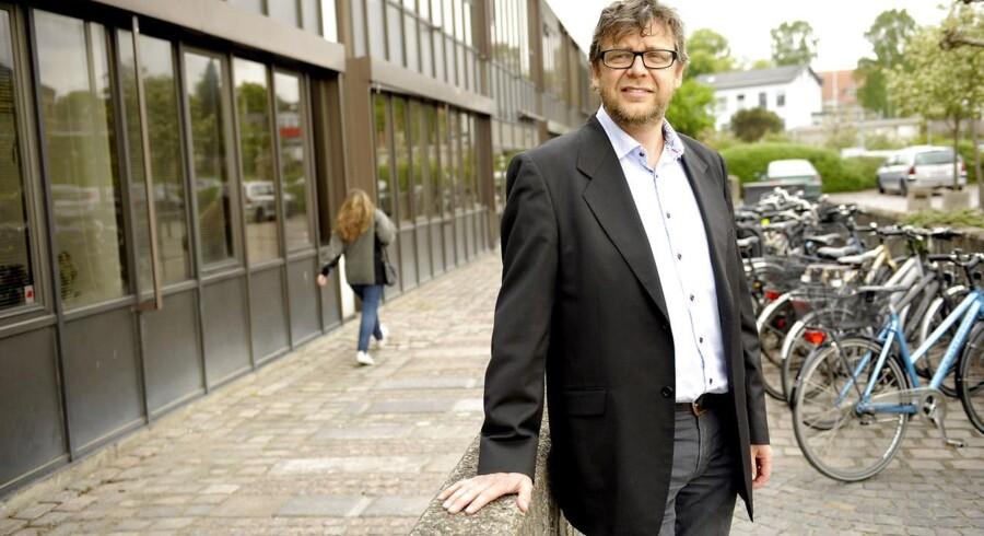 Der har i årevis været mistanke om, at den mangeårige forstander på bostedet Storskoven, Emil Raun, har misbrugt skattekroner til rent private formål. Tilsyn har svigtet, siger kritikere.