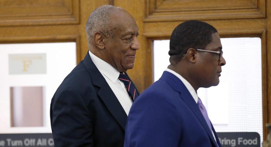 Bill Cosby står anklaget for tre tilfælde af overgreb, der hver kan give op til ti års fængsel samt en bøde på 25.000 dollar. Scanpix/David Maialetti