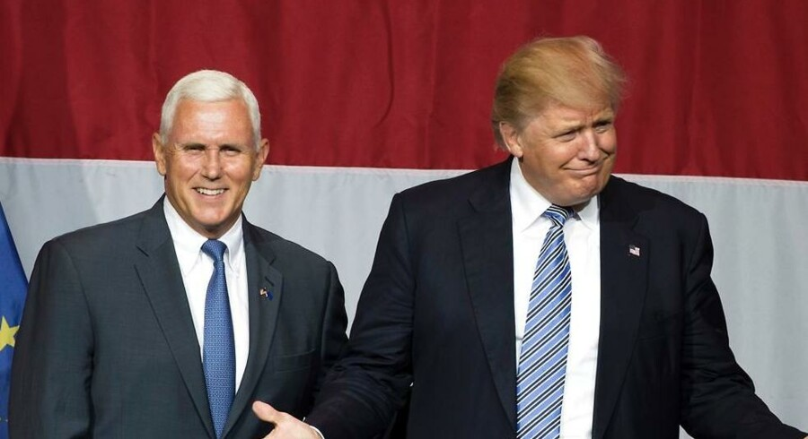 Republikanernes præsidentkandidat Donald Trump har nu valgt sin vicepræsidentkandidat Mike Pence til venstre.