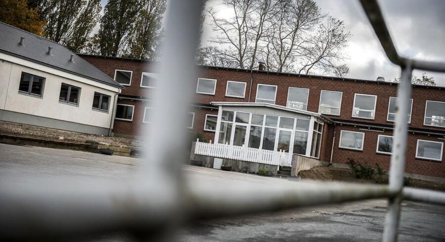 Langeland har lavet big business ud af at drive asylcentre ude i landet. Det startede som en solstrolehistorie, men har udviklet sig til et væld af møgsager. Her er det Tullebølle Asylcenter, der i sidste uge måtte dreje nøglen.