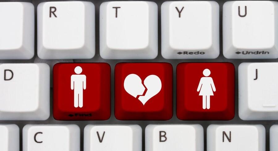Ældre danske kvinder udsættes i stigende grad for såkaldte »romance scams«, hvor mænd foregøgler romantisk interesse, og franarrer kvinderne adskillige tusinder af kroner.