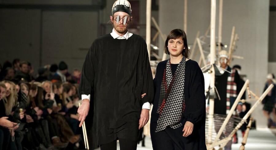 Selv om det ikke er de mindre modevirksomheder, der har de største grønne tal. Så er det dem, der er med til at brande dansk mode på den internationale modescene. Her er det Henrik Vibskov til sit modeshow i Kødbyenunder modeugen i februar 2010.