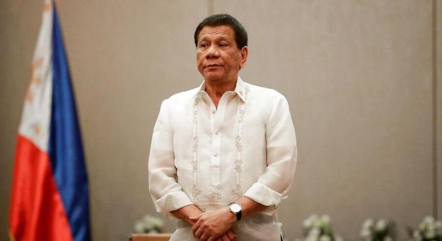 Årsagen til den finansielle kindhest er angiveligt, at den ofte har ytret sig kritisk om præsident Rodrigo Dutertes blodige krig mod narkobander.