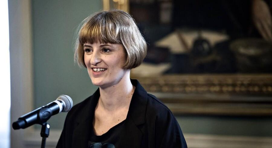 Portrætet af fhv. statsminister Helle Thorning-Schmidt blev fredag den 21. april 2017 afsløret på Christiansborg. Det er maleren Ditte Ejlerskov, der har malet fhv. statsminister Helle Thorning-Schmidt.