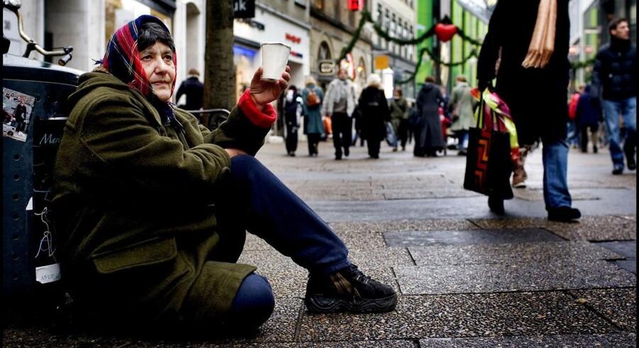 Et stort politisk flertal i den svenske kommune Vellinge vil forbyde passivt tiggeri på udvalgte steder, fordi tiggeriet kan medføre gener for borgerne og forstyrre den offentlige orden. På billedet tigger en dame på Strøget i København.