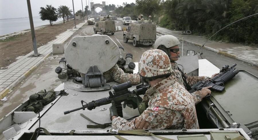Det danske forsvar truede angiveligt en officer til ikke at udtale sig.