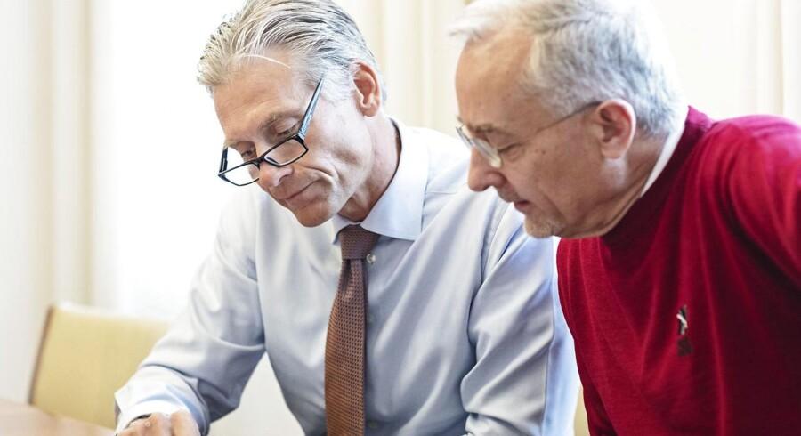 Administrerende direktør for Danske Bank, Thomas F. Borgen (tv), og rektor for CBS, Per Holten-Andersen. Thomas F. Borgen vil det kommende studieår have sin gang på CBS. Til glæde for såvel studerende og forskere som banken og direktøren selv.