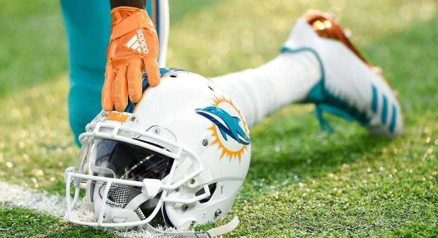 Kampen mellem Miami Dolphins og Tampa Bay Bucaneers bliver ikke spillet i Miami søndag, oplyser NFL.