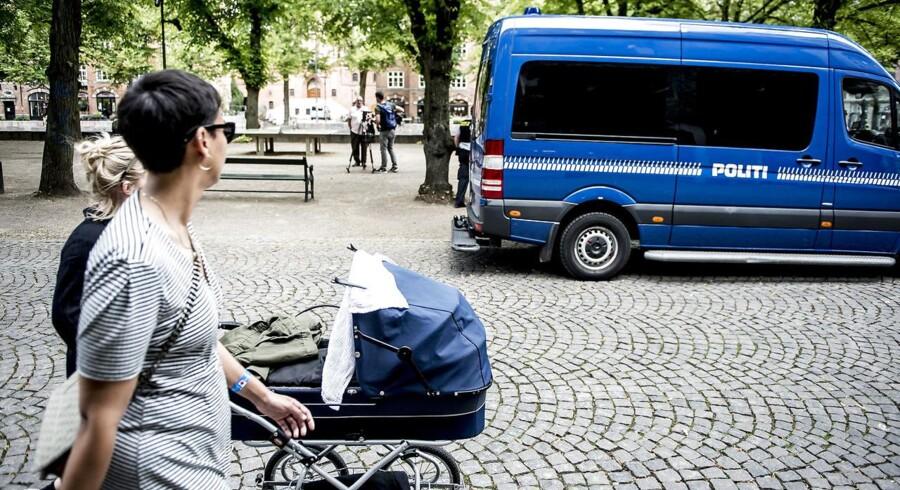 Mobil politistation på Blågårds Plads på Nørrebro i København den 10. august 2017.