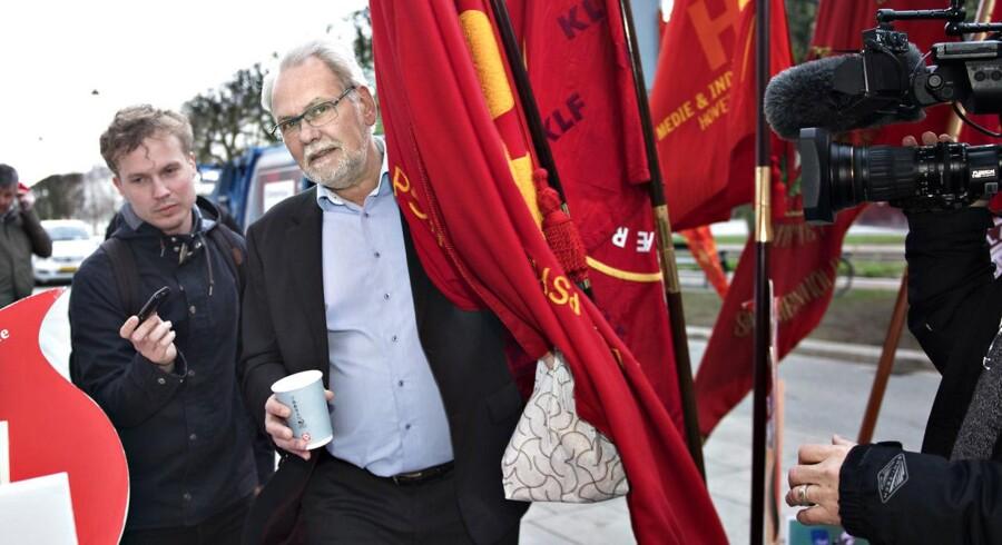 Dennis Kristensen ankommer til Forligsinstitutionen.