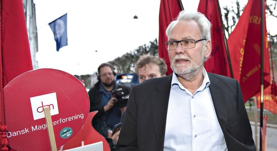Arkivfoto. Dennis Kristensen ankommer til Forligsinstitutionen kl. 06.00. OK18 Forhandlinger i Forligsinstitutionen torsdag den 27. april 2018. cop102.. (Foto: Jens Nørgaard Larsen/Ritzau Scanpix)