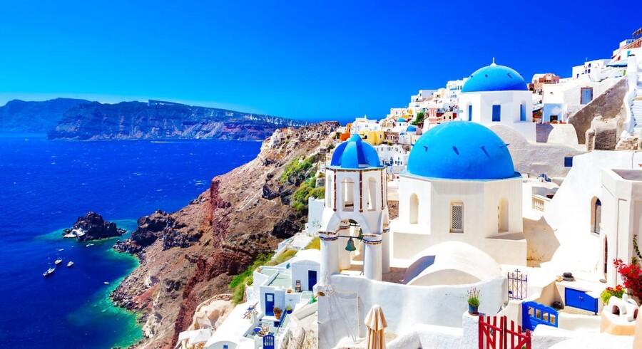 Grækenland får løftet sin langsigtede rating fra »Caa3« til »Caa2« af kreditvurderingsbureauet Moody's, der samtidig løfter udsigterne til »positive«.