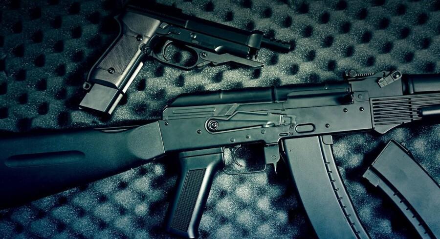 Modelfoto: I hele juni er der mulighed for at aflevere ulovlige våben til politiet, uden at man risikerer straf.
