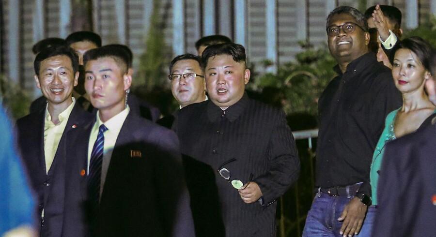Den nordkoreanske leder, Kim Jong-un, ankom mandag til Singapore som forberedelse til mødet med USAs præsident, Donald Trump.