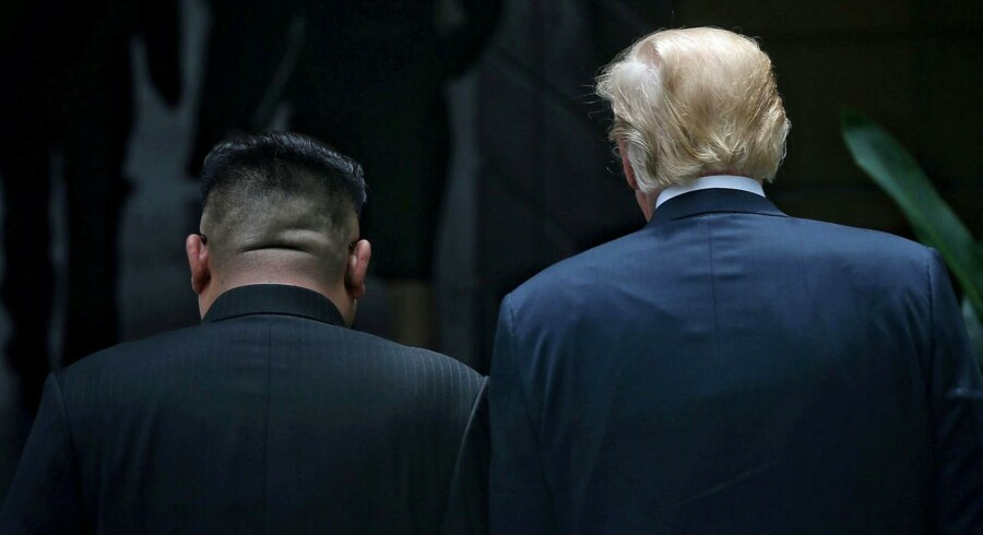 Da Trump og Kim mødtes i Singapore, kæmpede de om det psykiske overtag, men begge var nervøse, viste deres kropssprog ifølge Ritzau.
