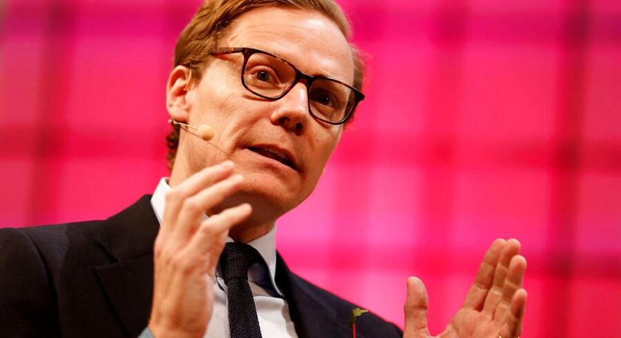 I marts blev den administrerende direktør for analysefirmaet Cambridge Analytica, Alexander Nix, suspenderet med øjeblikkelig virkning.