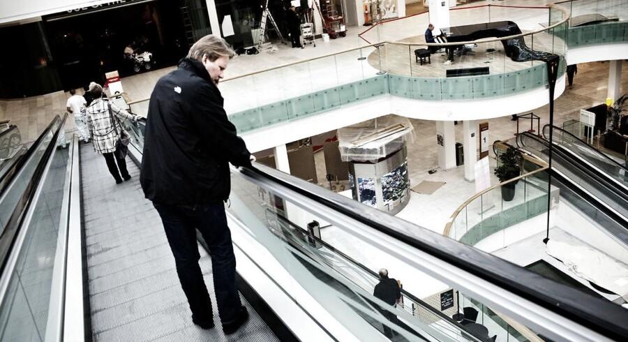 Fredag formiddag omkring klokken 11 er handlende på Fisketorvet i København blevet evakueret fra indkøbscentret.