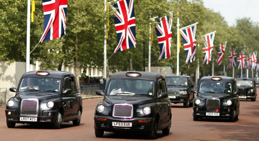 Black taxi cabs travel along a road in central London April 28, 2011, one day before the wedding of Prince William and Kate Middleton. REUTERS/Marcelo del Pozo (BRITAIN - Tags: ROYALS SOCIETY)