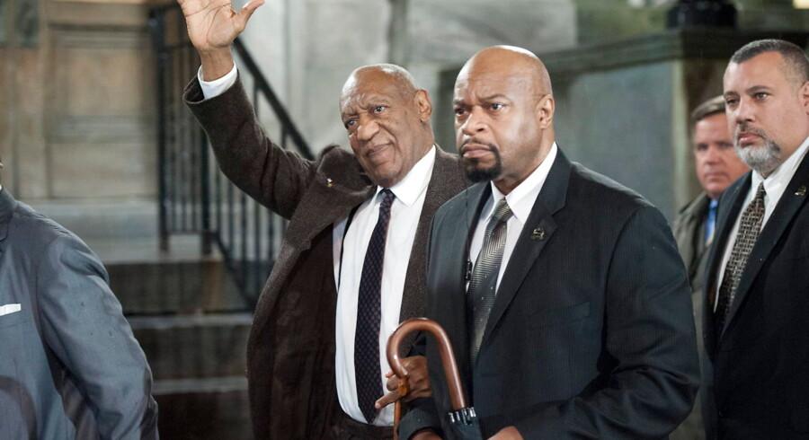 En domstol i Norristown, Pennsylvania, afviste onsdag lokal tid den 78-årige Cosbys appel. Her ses Cosby på vej ud af retsbygningen.