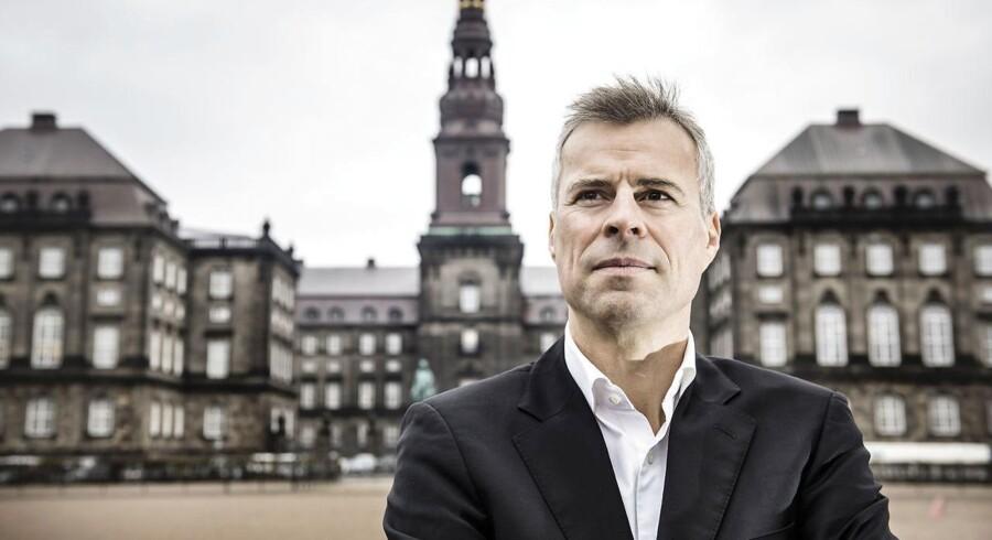 Thomas Larsen foran Christiansborg.