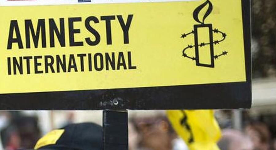 Ifølge Amnesty International blev der i de første ti måneder af 2015 henrettet mindst 830 mennesker i Iran, hvoraf flere fik deres dødsdom for at bekende sig til en anden tro end islam.