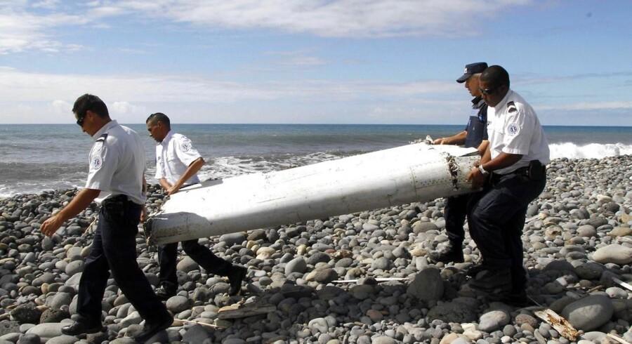 29 juli 2015 blev et stykke af et fly i land ved øen Reunion i Det Indiske Ocean. EPA/RAYMOND WAE TION