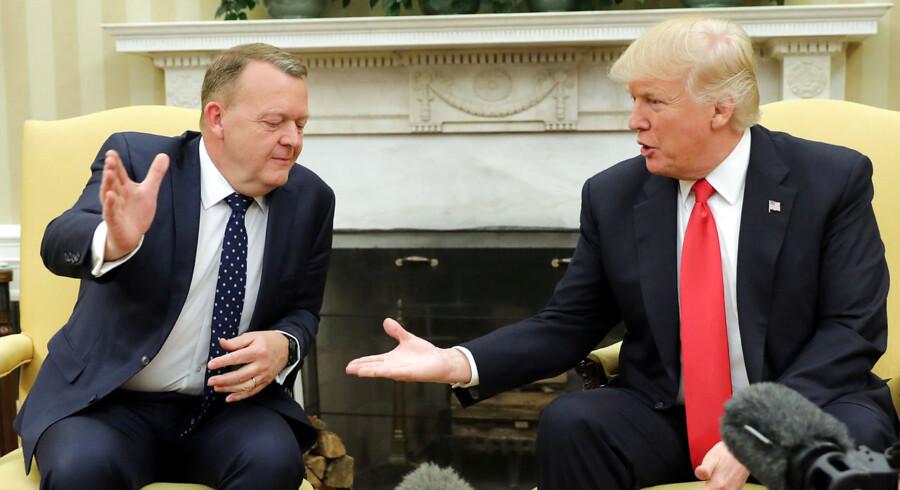 Lars Løkke Rasmussen mødte Præsident Donald Trump i Det Hvide Hus d. 30. marts 2017. Og han fik, modsat Merkel, indtil flere håndtryk.