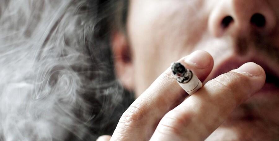 Børn og unge skal holde sig langt væk fra cigaretterne og vide, at det er farligt at ryge. Men det skal ske gennem oplysning og kampagner og ikke ved hjælp af flere forbud, mener den nye sundhedsminister.