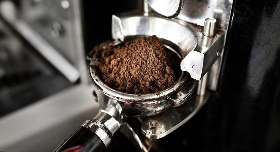 Mens prisen på kaffebønner er raslet ned de senere år, har danskerne måtte sande, at priserne for forbrugerne bare vokser og vokser. Arkivfoto.