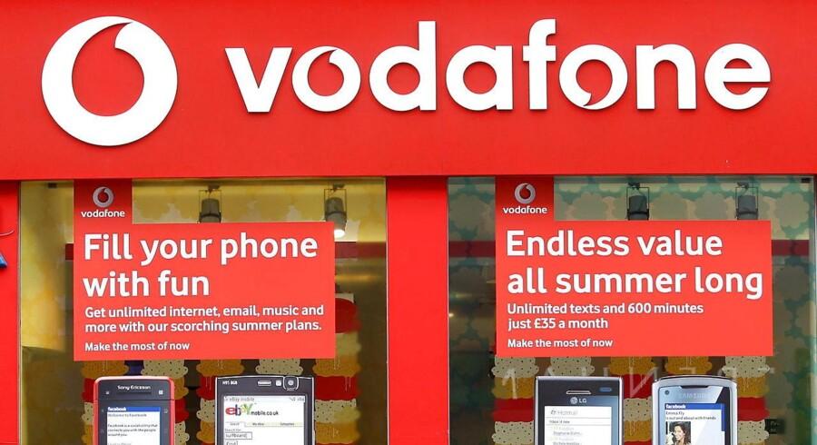 Den britiske mobilgigant Vodafone overvejer at flytte hovedkontoret ud af landet efter det britiske nej til EU. Arkivfoto: Andy Rain, EPA/Scanpix
