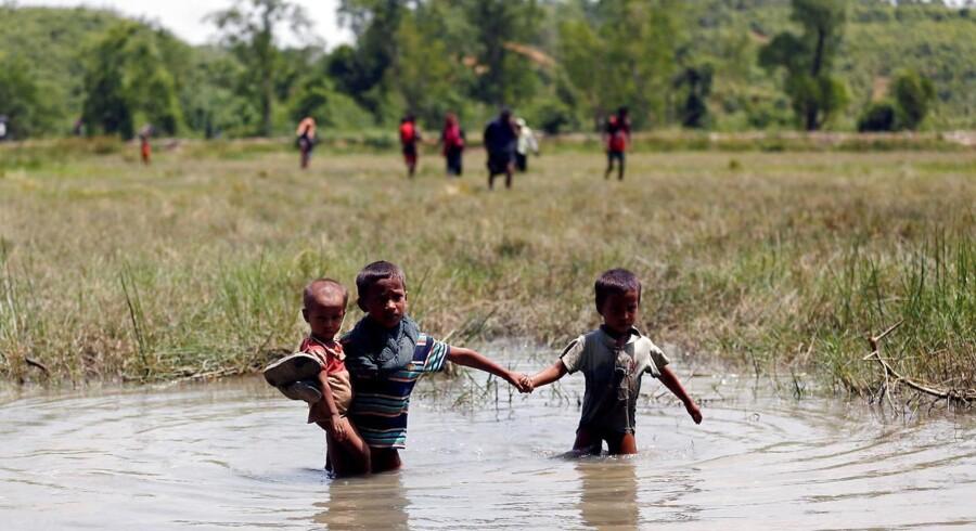 Alene den seneste uge har 18.000 mennesker krydset grænsen fra Myanmar til Bangladesh på flugt fra vold og uro, skønner Den Internationale Organisation for Migration (IOM), ifølge Ritzau, onsdag den 30. august 2017.