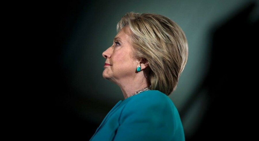 »Aktiemarkedet har jo mere eller mindre valgt Hillary Clinton som præsident. Så i det tilfælde, hvor hun vinder, vil den positive markedsreaktion være mindre end det kursfald, som vi vil opleve, hvis Trump vinder,« siger Otto Friedrichsen.