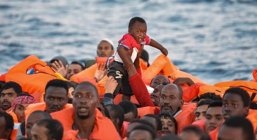 Arkivfoto. Italienske skibe skal sejle over 600 migranter, der er blevet afvist af Italien og Malta, til Spanien.