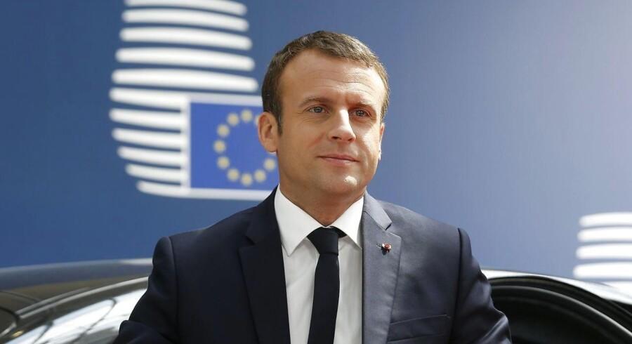 Frankrigs præsident, Emmanuel Macron, afviser amerikanske antydninger om, at krisen i Ukraine kan løses uden for Minsk-aftalen.