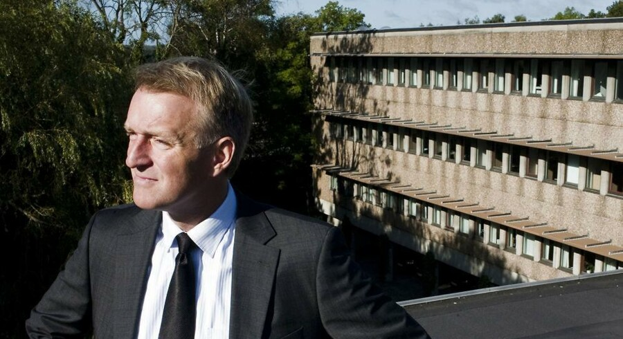 Newssec Dateas Direktør Flemming Engelhardt. I baggrunden ses virksomhedens bygninger.