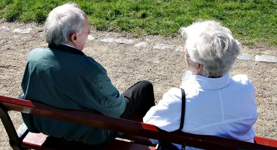 Danskerne går nu i gennemsnit tre år senere på pension end for 13 år siden. Diverse reformer har virket, og der er mange penge at hente for dem, som bliver ekstra længe på arbejdsmarkedet.