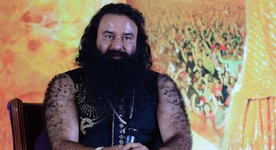 En indisk guru er dømt skyldig i voldtægt og skal ti år i fængsel.