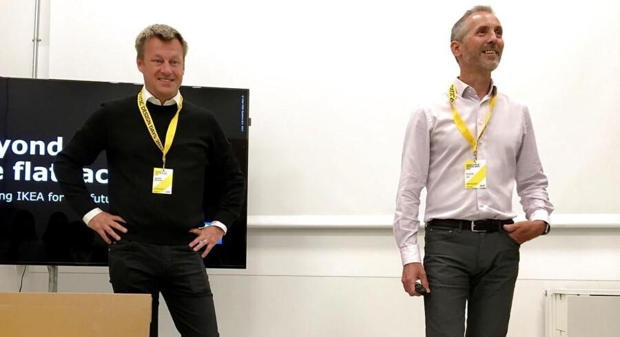 Inter IKEAs topchef Torbjorn Loof (th.) og IKEA Groups nye topchef Jesper Brodin har grund til at være glade. Regnskabspræsentation i Älmhult, 7. juni. (Foto: STAFF/Scanpix 2017)