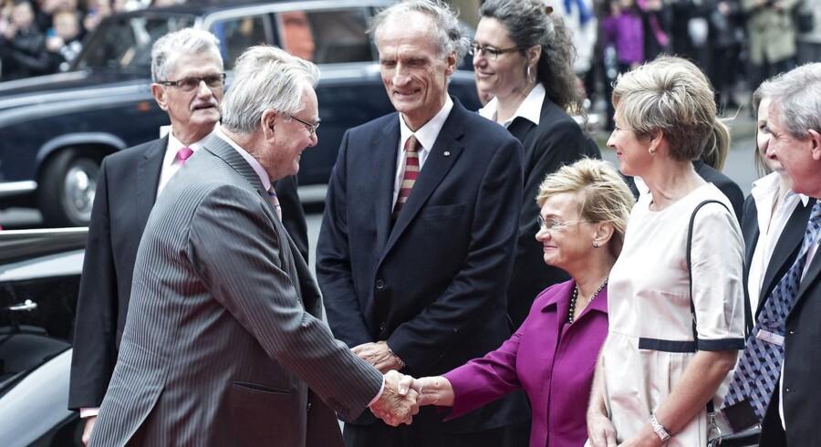 Folketingets åbning tirsdag d. 7. oktober 2014. Prins Henrik hilser på Pia Kjærsgaard ved ankomsten til Christiansborg.
