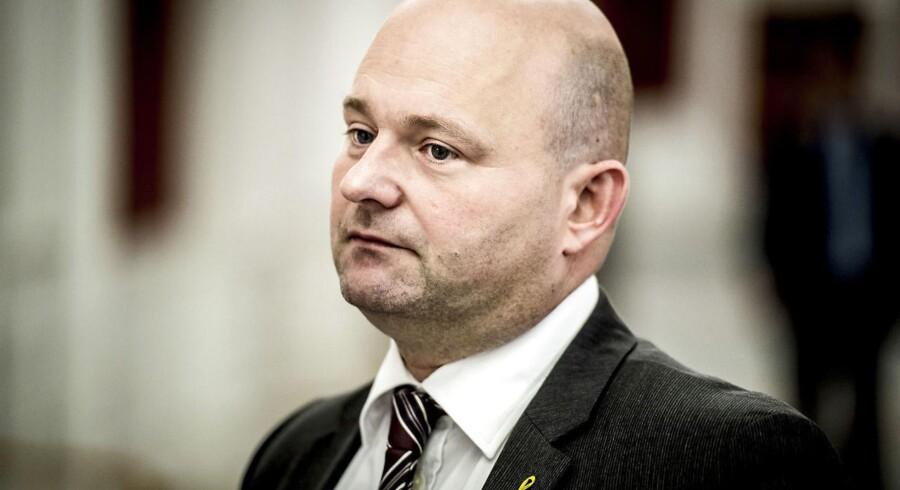 Justitsminister Søren Pape Poulsen ved ankomsten til samråd om regeringens udspil om ungdomskriminalitet.