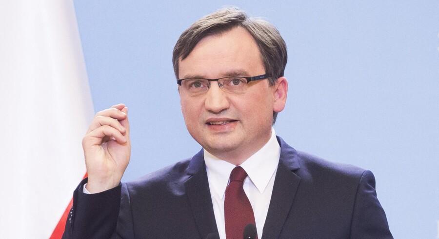 Polens justitsminister, Zbigniew Ziobro, er vred over tyske sammenligninger med »statskup« og krav om overvågning af den polske regerings ændringer i medieloven og den polske forfatningsdomstols beføjelser. i dag er sagen på dagsordenen, når de 28 EU-kommissærer mødes. Arkivfoto: Krystian Dobuszynski