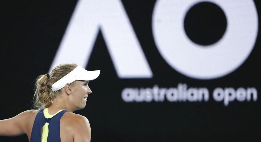 Wozniackis semifinaleopgør mod belgiske Elise Mertens begynder tidligst klokken 14 lokal tid - altså klokken fire om morgenen dansk tid.