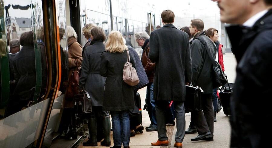 ARKIVFOTO af pendlere på Kystbanen (Foto: Linda Kastrup/Scanpix 2013)