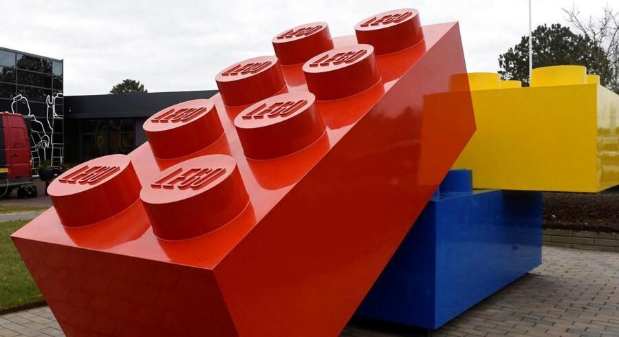 Lego bekræfter at have droppet engagement med britisk avis, som er blevet mål for kampagne på sociale medier.