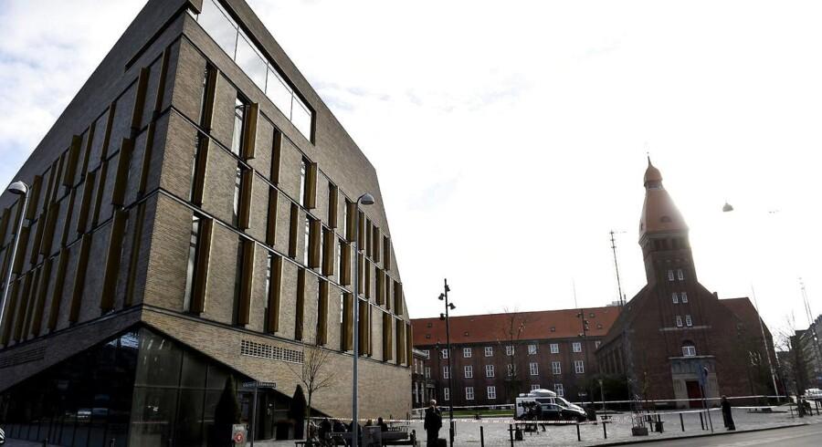 Der var i dag tumult i Retten på Frederiksberg, hvor sagen om tre mænd, der er titalt for et tredobbelt drab i 2015, er igang.