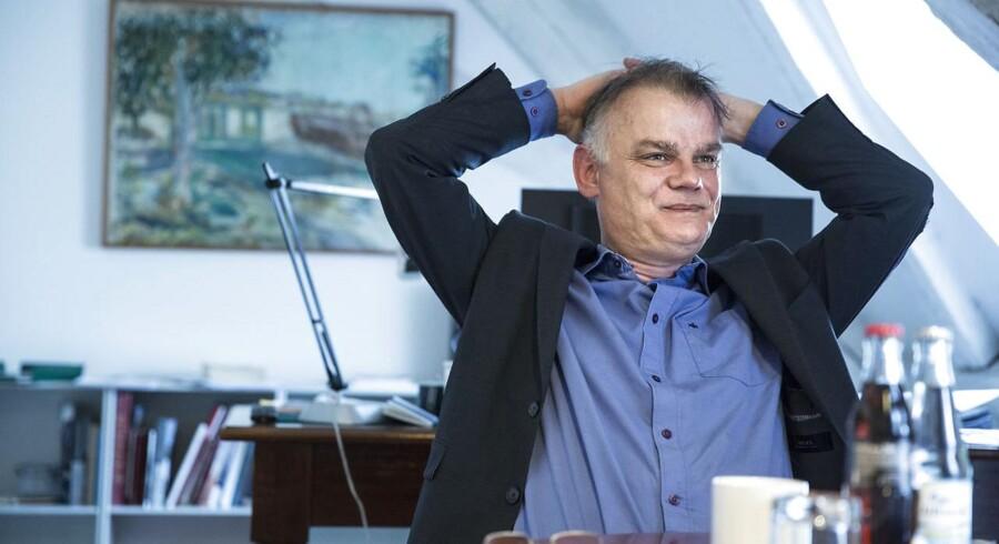 Christian Langballe lukker ugen ned over en kop kaffe med politiko.dk