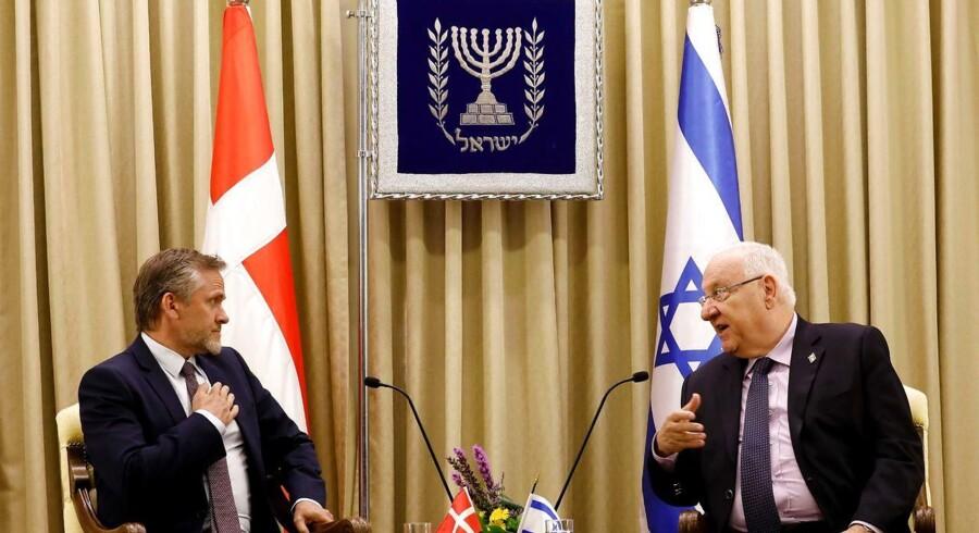 Anders Samuelsen under sit møde med Israels præsident Reuven Rivlin for tre uger siden i Israel/ AFP PHOTO / GALI TIBBON